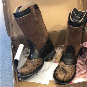 Ariat Rodeobaby cowboy boots. 8.5